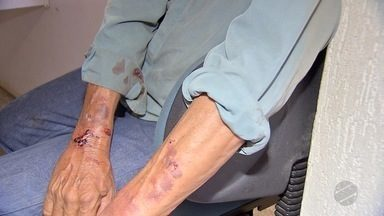 Trabalhador é feito de refém durante assalto a uma empresa em Campo Grande - O funcionário de 53 anos passou seis horas refém dos bandidos. Ele teve as mãos e os pés amarrados e ficou bem machucado.