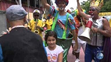 Bahia Folia: fuzuê anima turistas e baianos no Circuito Orlando Tapajós, na Barra - Apenas neste sábado (03), foram confirmadas 30 atrações e a concentração será no farol da barra.
