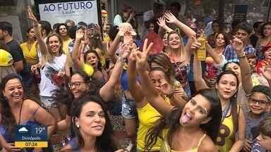 Ruas de BH são tomadas por blocos no domingo anterior ao carnaval - Para os quatro dias de festa, mais de 480 blocos se cadastraram na Belotur e são esperados 3,6 milhões de foliões na capital.