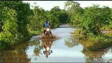 Moradores sofrem com atoleiros em estrada que liga fazendas à cidade de Araguaçu - Moradores sofrem com atoleiros em estrada que liga fazendas à cidade de Araguaçu