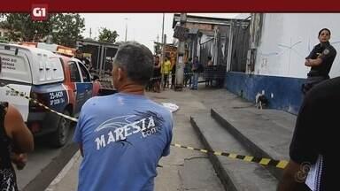 Morador de rua é esfaqueado e morto em calçada de rua, em Manaus - Homem estava sentado na calçada de imóvel quando uma pessoa chegou ao local e cometeu um crime.