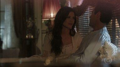Maria Vitória garante a Vicente que não sente mais nada por Inácio - Vicente pergunta em que Maria Vitória está pensando