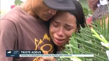 Famílias se despedem de Emilly e Jeremias - Crianças de 3 e 13 anos foram baleadas ontem.