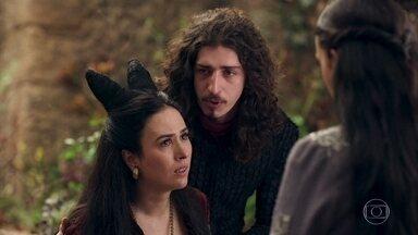 Lucrécia acusa Catarina de estar flertando com Rodolfo - Lucrécia diz para Catarina ficar longe de Rodolfo