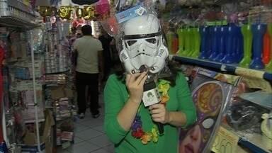 Lojas de fantasias de Fortaleza lotam na véspera do carnaval - Confira mais notícias em g1.globo.com/ce