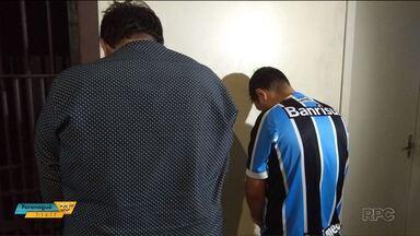 Duas pessoas são presas suspeitas de aplicarem o golpe do bilhete premiado - Idosa de Cascavel caiu no golpe. Os suspeitos são investigados pelo crime de estelionato.