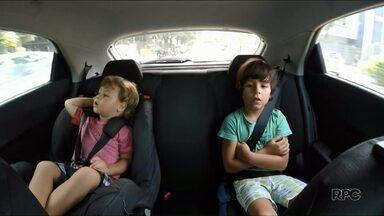 Veja a forma correta de usar a cadeirinha - Motorista que andar com a criança sem o equipamento é multado em R$ 293,47 e perde 7 pontos na carteira.
