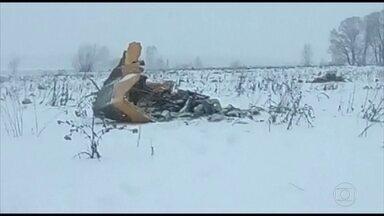 Avião cai perto de Moscou e deixa 71 mortos - Voo saiu da capital russa e ia para Orsk, na divisa com o Cazaquistão. Acidente ocorreu pouco depois da decolagem e não há sobreviventes.