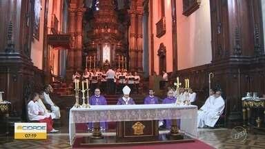 Arcebispo de Campinas celebra missa de Cinzas na Catedral Metropolitana - A missa que antecede o início do período de quaresma foi marcada também pelo lançamento do tema da Campanha da Fraternidade deste ano.