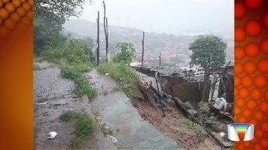 Temporal deixa famílias desabrigadas em Ilhabela e São Sebastião - Moradores das quatro cidades do litoral norte sofreram com alagamentos em ruas.