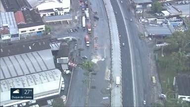 Secretário da Casa Civil diz que prioridade da prefeitura é liberar as vias expressas - Dezenas de árvores caíram pela cidade. Saída 4 da Linha Amarela ainda está fechada.