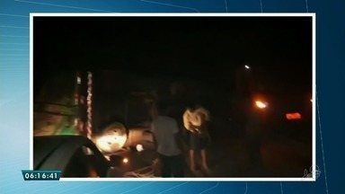 Caminhão de frutas tomba na CE-321 - Via já foi liberada. Saiba mais em g1.com.br/ce