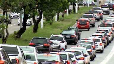 Chuva em São Luís causa transtornos à população - População precisou de muita paciência na manhã de terça-feira (20) que foi marcada por transtornos nas ruas da capital.