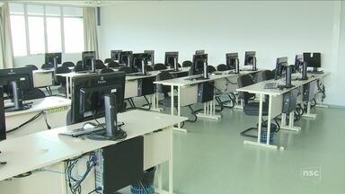 UFSC adia início das aulas de cursos EAD por causa da falta de repasses - UFSC adia início das aulas de cursos EAD por causa da falta de repasses