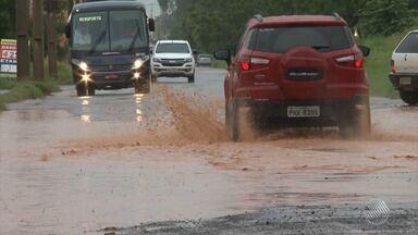 Chuva alaga ruas em São Desidério, no oeste do estado - Veja no quadro da previsão do tempo.