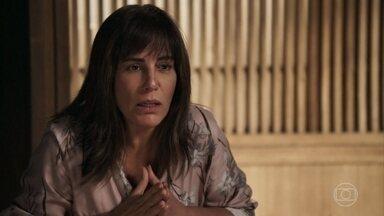 Janete não consegue alertar Clara sobre o vício de Beth - Beth conversa com a filha sobre a ideia de Renan e mostra os desenhos de sua coleção