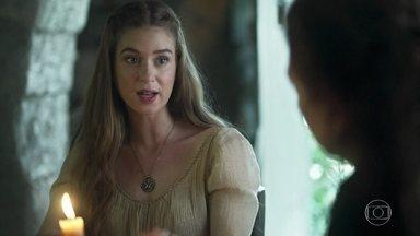 Amália diz à família que decidiu adiar o casamento - Martinho questiona se foi a melhor decisão, mas Constância aprova a decisão da filha