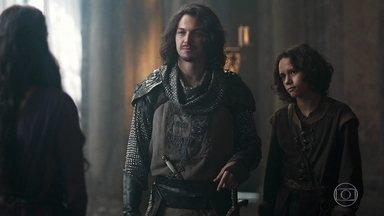 Afonso apresenta Levi para a princesa de Artena - Catarina o ironiza por estar financiando os estudos do rapaz