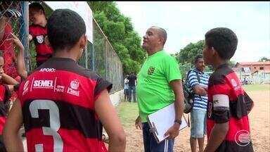 Professores de escolinhas de futebol estão sem recursos e materiais há 2 meses - Professores de escolinhas de futebol estão sem recursos e materiais há 2 meses