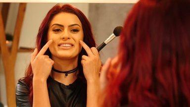 Tutorial de make: Kim RosaCuca ensina a fazer contorno facial - Confira o passo a passo para o truque de maquiagem