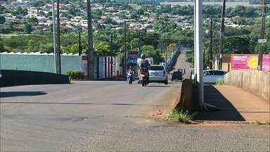 Motoristas reclamam de rachadura no viaduto da rua Jacarazinho - D-E-R afirma que motoristas não precisam se preocupar.