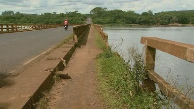 Após acidente que danificou estrutura, ponte segue sem reparos em Colômbia, SP - Colisão aconteceu há um mês e quem precisa passar pela ponte tem medo de que novos acidentes aconteçam.