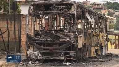 Criminosos incendeiam ônibus em Ribeirão das Neves, na Grande BH - Ninguém foi preso