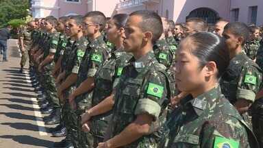 Jovens ingressam na Escola Preparatória de Cadetes e recebem boinas, em Campinas - A partir do segundo ano de estudo, os alunos seguem para Academia Militar das Agulhas Negras, em Resende, no Rio de Janeiro.