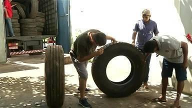 Polícia prende quadrilha suspeita de roubar pneus de caminhões; grupo atuava em 6 estados - Polícia prende quadrilha suspeita de roubar pneus de caminhões; grupo atuava em 6 estados