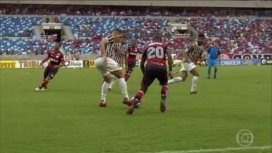 Fluminense goleia o Flamengo pelo Campeonato Carioca, em Cuiabá - O placar final da partida foi x x 0