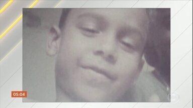 Menino de dez anos morre após ser baleado no RJ - Marlon de Andrade Domingues foi atingido na cabeça. Policiais localizaram o suspeito de cometer o crime e com ele foi encontrada a arma que matou o menino.