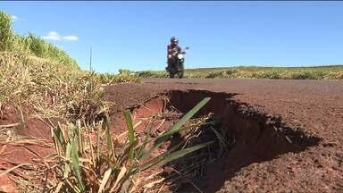 Licitações para melhorias de estradas na região de Maringá estão suspensas - As duas licitações foram abertas em 2016, mas estão paradas e não têm prazo para serem retomadas.