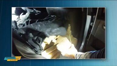 Adolescente é apreendido dirigindo carro com 600 kg de maconha, em Céu Azul - Segundo a PRF, o carro tinha registro de roubo e as placas eram falsas.
