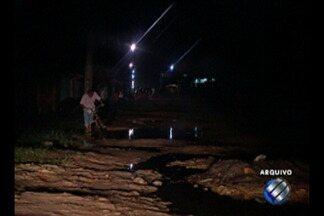 Moradores da Rua Maria da Paz, na Guanabara, receberam luz após longos meses - Agora que a luz voltou para a comunidade, eles podem enxergar outros problemas da vizinhança.