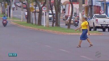 Pedestres não usam a faixa - Pedestres não usam a faixa