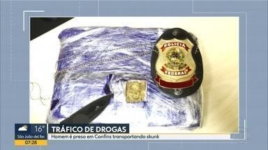 Homem é preso com substância semelhante a skunk no Aeroporto Internacional de BH - Suspeito estava em um voo que vinha de Porto Velho (RO) com destino a João Pessoa (PB).