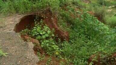 Cratera aberta há cerca de cinco anos em avenida preocupa moradores em Araguaína - Cratera aberta há cerca de cinco anos em avenida preocupa moradores em Araguaína