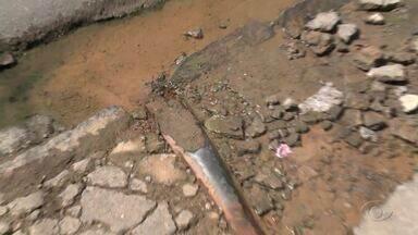 Desperdício de água limpa causa transtornos no Barro Duro - Problema vem acontecendo há quadro meses, segundo moradores.