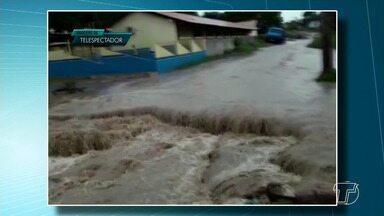 Meteorologista explica a forte chuva que caiu em Santarém na manhã desta terça-feira - Veja como ficaram os bairros da cidade após a chuva que alagou ruas. A população enviou vídeos ao JT1 narrando os problemas de infraestrutura que os impediram de sair de casa.