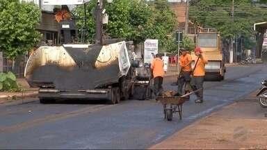 Ruas movimentadas de Dourados ficam intransitáveis por causa de obras - Está sendo realizado o recapeamento das principais avenidas da cidade, mas os motoristas reclamam dos transtornos.