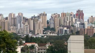 Vereadores irão discutir novas regras do IPTU propostas pela prefeitura de Londrina - Entidades estão divididas sobre as vantagens do pacote apresentado pelo município.