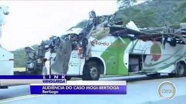 Após quase 2 anos, familiares e vítimas de acidente na Mogi-Bertioga têm audiência - Processo investiga responsabilidade pelo acidente.