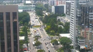 Trânsito fica complicado na região do Tribunal do Júri - Além do julgamento do ex-deputado Carli Filho, professores fazem manifestação na região.