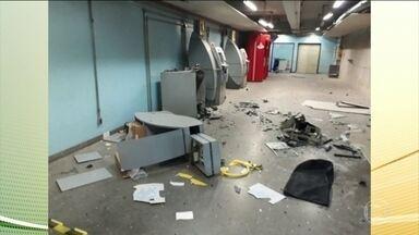 Bandidos explodem caixa eletrônico dentro de hospital em São Paulo - Seis criminosos invadiram o térreo do prédio dos ambulatórios do Hospital das Clínicas. Ninguém se feriu e nenhum bandido foi preso.