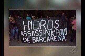 Manifestantes protestam em frente à refinaria Hydros em Barcarena (PA) - Moradores protestaram contra a empresa.