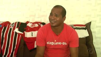Ídolo do São Paulo, Aloísio Chulapa fica dividido entre o Tricolor e o CRB - Chulapa atuou nas duas equipes e não esconde a paixão pelos clubes.