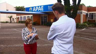 Pais pedem aumento do número de professores da Apae de Cascavel - O número de profissionais foi reduzido pelo governo do estado.
