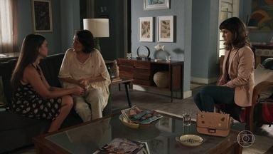 Clara, Isabel e Raul aconselham Melissa a se divorciar de Diego - Laura leva a amiga para se aconselhar com Clara