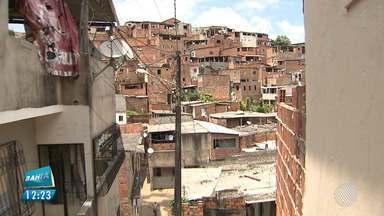 População reclama das escadarias quebradas e problemas de saneamento no Retiro - A reportagem foi ao local conferir os problemas. Envie sua denúncia para bmd@redebahia.com.br.
