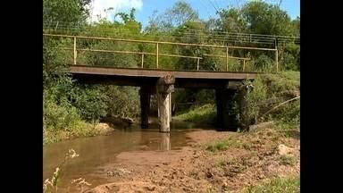Madeira da antiga FEPAGRO será usada para arrumar quase 20 pontes - Alguns consertos são urgentes, como o caso mostrado na reportagem.